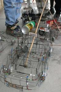 A wire car similar to those my friends and I made.  Borrowed from arteilimitada2011.blogspot.com